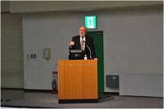 Dr. William F. Hickey の特別講演